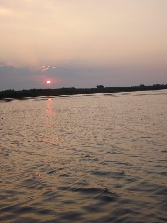rasarit pe lacul Uzlina
